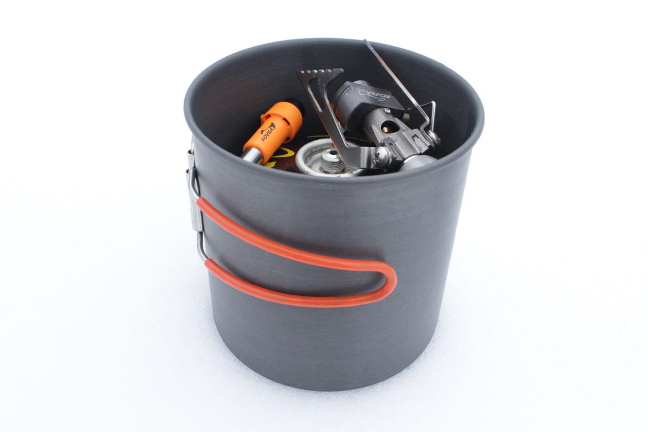 Горелка Kovea Flame Tornado в литровом котелке вместе баллоном газа и пьезоподжигом
